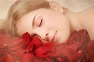 Usar pétalos de rosa para conseguir el sueño
